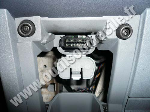 Ford Mondeo 3 OBD connector
