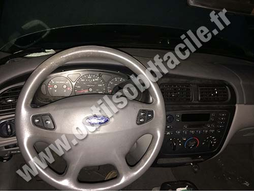Ford Taurus dashboard