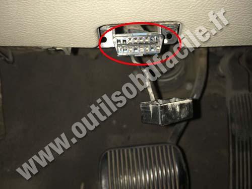 Ford Taurus - OBD II socket