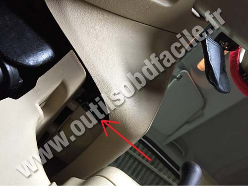Ford Tourneo Connect under the steering wheel