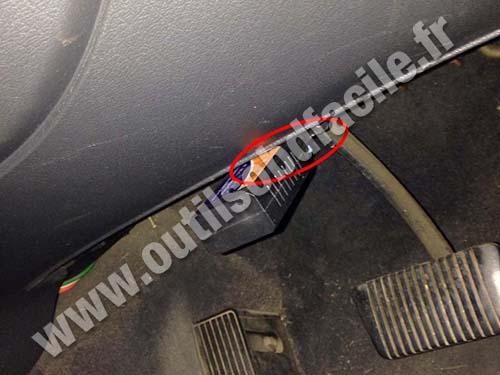 Holden Commodore VT RHD - OBD 2 socket