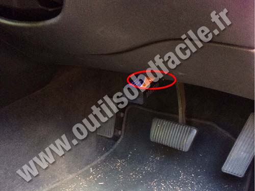 Holden Commodore VX - OBD socket