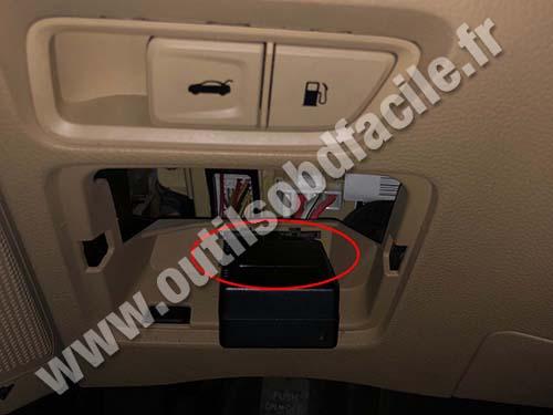 Hyundai Azera - OBD II socket