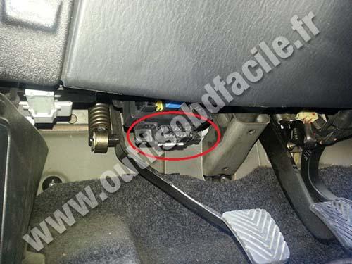Hyundai H1 OBD2 port