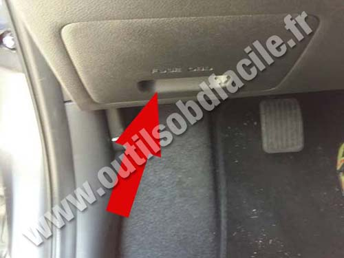 obd2 connector location in hyundai i10 2013 2016. Black Bedroom Furniture Sets. Home Design Ideas