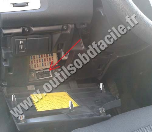obd2 connector location in hyundai i20  2008