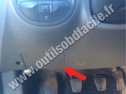 Hyundai Santa Fe - Under the steering wheel