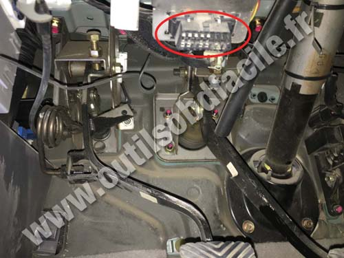 Hyundai Terracan - OBD socket