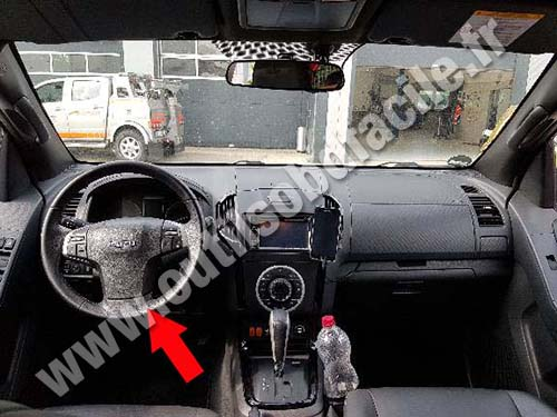 OBD2 connector location in Isuzu D-Max (2012 -    ) - Outils