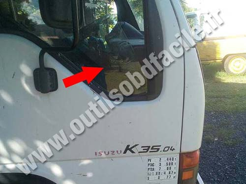 OBD2 connector location in Isuzu K35 (2003 - 2006) - Outils