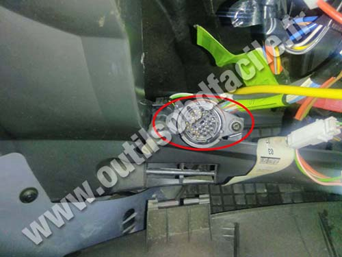 Iveco Daily - non-standard OBD round socket