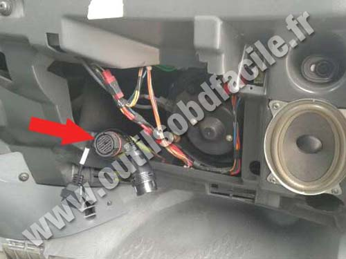 obd2 connector location in iveco daily 2000 2006. Black Bedroom Furniture Sets. Home Design Ideas