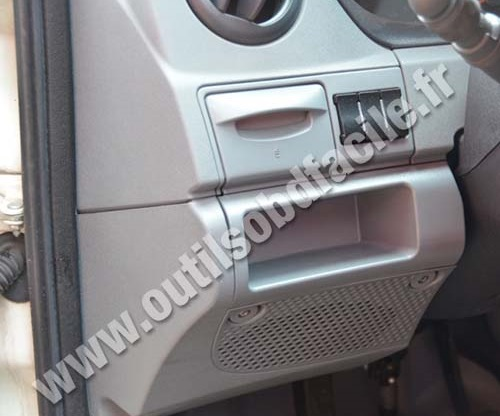 photo1 obd2 connector location in iveco daily (2009 2013) outils obd iveco daily fuse box diagram 2011 at n-0.co