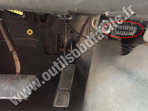 Jeep Liverty - OBD port
