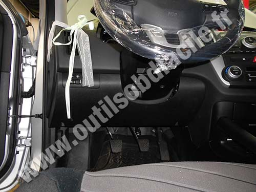 OBD2 connector location in Kia Ceed 1 (2007-2012) - Outils ...
