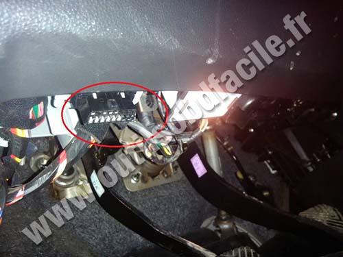 OBD2 connector location in Kia Magentis (2005 - 2009 ...