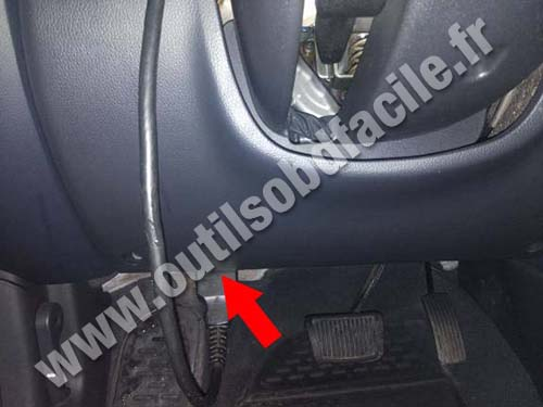 obd2 connector location in kia soul 2009 2013 outils