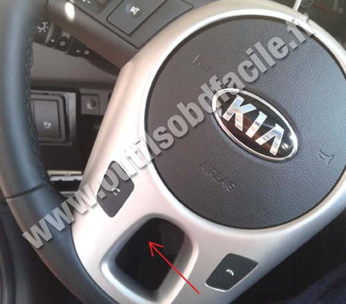 Obd2 Connector Location In Kia Venga 2010 Outils