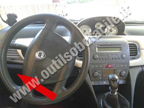 https://www.outilsobdfacile.com/base_connecteur/lancia/ypsilon-1/lancia-ypsilon-dashboard-steering-wheel.jpg