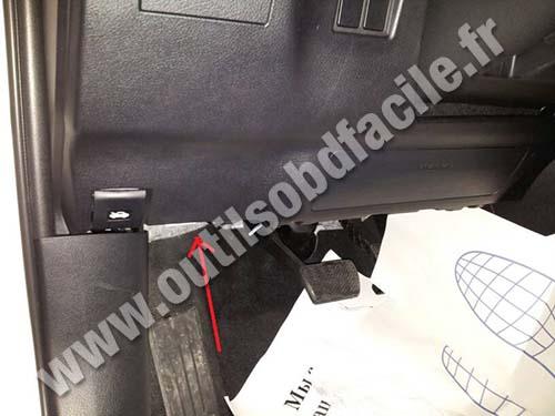 http://www.outilsobdfacile.com/base_connecteur/lexus/nx300h/nexus-nx-300h-pedals-opener-hood.jpg