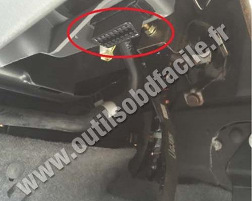 Obd2 Connector Location In Mazda Mazda 6 2002 2008 Outils Obd Facile