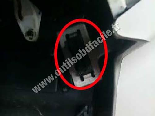Mazda Demio - OBD socket