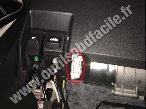 Mazda 3 OBD socket
