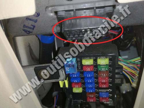 mazda mx5 nb OBD plug obd2 connector location in mazda mx 5 nb (1998 2005) outils  at nearapp.co