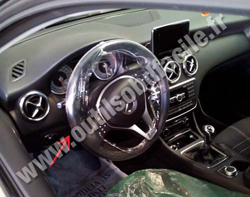 obd2 connector location in mercedes a class w176 2012 1018 outils obd facile. Black Bedroom Furniture Sets. Home Design Ideas