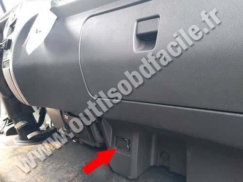 Mercedes Accelo - Glove box