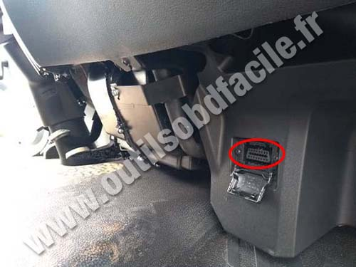 Mercedes Accelo - OBD port