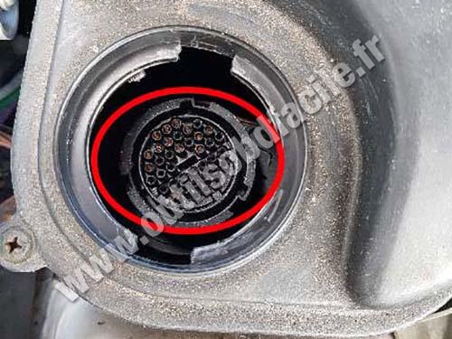 Mercedes C Class W202/S202 - Non-standard round OBD port