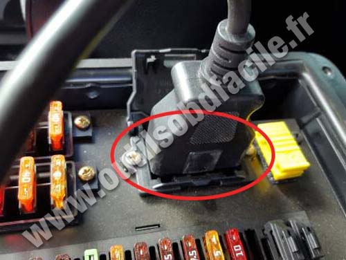 obd2 connector location in mercedes g class w463 1990 2012 outils obd facile. Black Bedroom Furniture Sets. Home Design Ideas