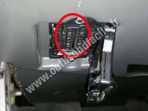 Mercedes SL - OBD plug