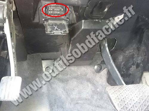 Mercedes Classe M W163 - OBD socket