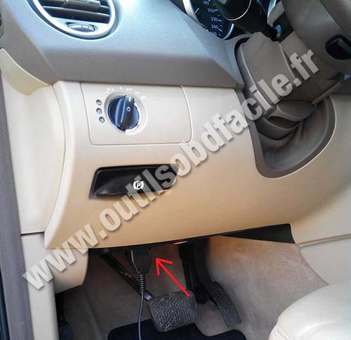 obd2 connector location in mercedes m class  ml