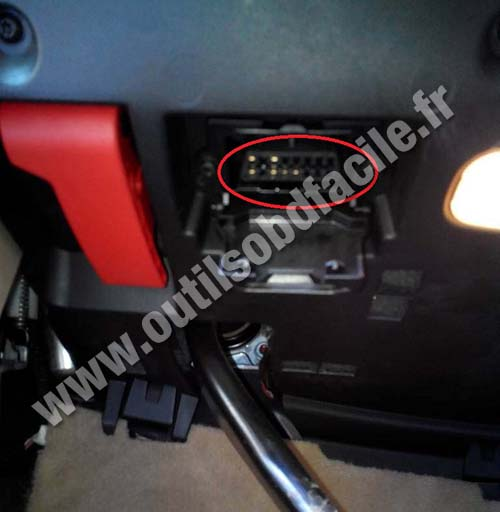 Mercedes ML W164 OBD2 port