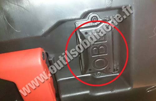 Mercedes SLK 200 OBD2 socket