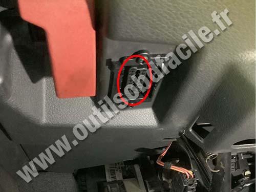 Mercedes Vaneo - OBD plug