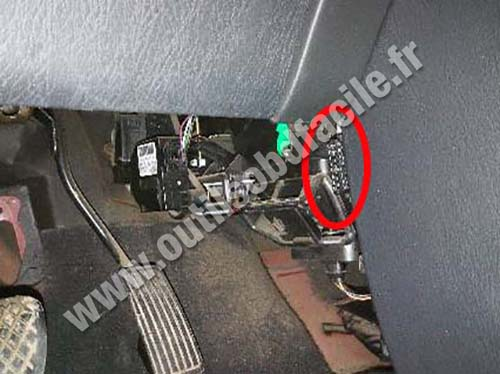 obd2 connector location in mg zs 2001 2005 outils obd facile. Black Bedroom Furniture Sets. Home Design Ideas