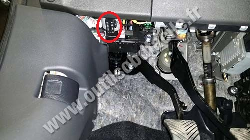 Dodge Avenger Obd Port Location likewise Honda Civic 2000 Engine Diagram as well Toyota Sienna Engine Location together with E39 Obd Port Location also Obd Ii Connector Location For Honda Cr V. on obd port connector socket location besides honda civic