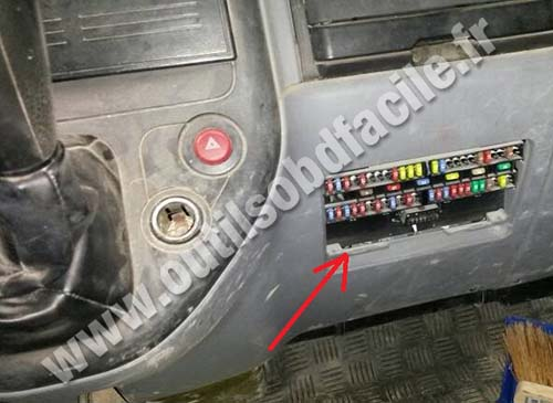 obd2 connector location in mitsubishi canter  2005