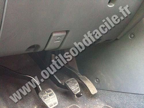 Mitsubishi Colt - Above pedals
