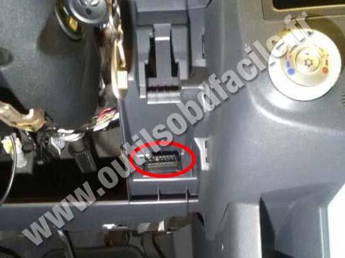 Mitsubishi Colt - OBD connector