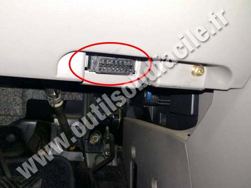 OBD2 connector location in Mitsubishi Grandis (2003 - 2009 ...