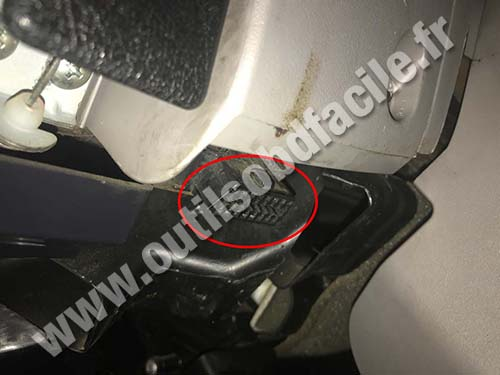 Obd2 Connector Location In Mitsubishi L200 2006 2015