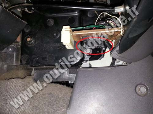 Obd2 Connector Location In Mitsubishi Pajero 1999 2006
