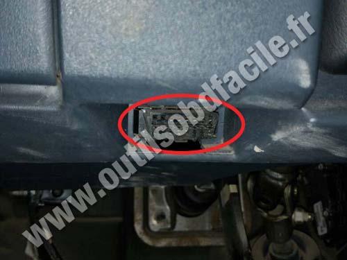 Nissan Almera OBD2 socket