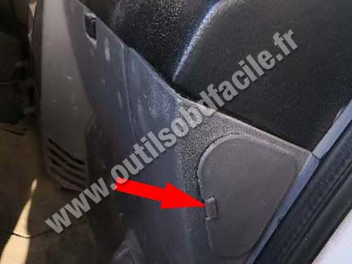 Nissan Atleon - Passenger side