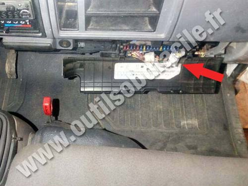 OBD2 connector location in Nissan Cabstar - Outils OBD Facile